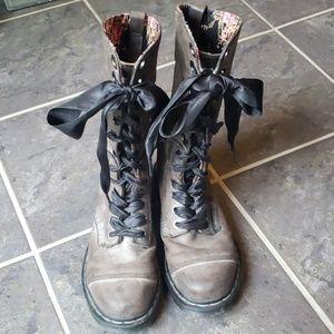 Dr Martens   Triumph Boots